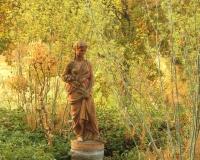 statue-im-wildfenchel